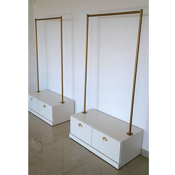 Muebles para local de ropa decks de madera para exteriores for Muebles para ropa